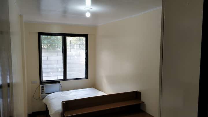 Solo AC Room WiFi Makati Ave Urdaneta BelAir Ayala