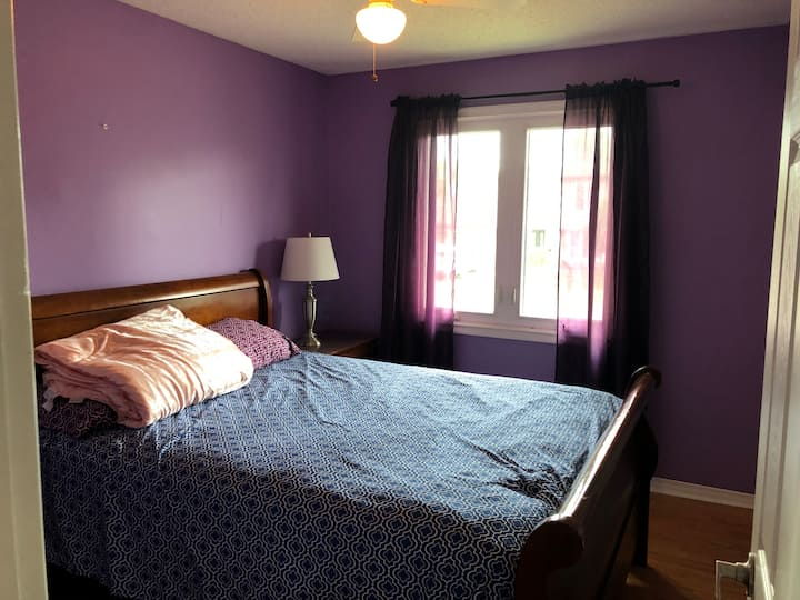 Close to Downtown and Airport Bedroom 2