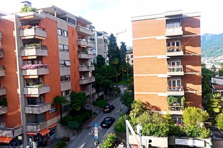 Cozy Apartment close to Lugano Station - Lugano - Apartament