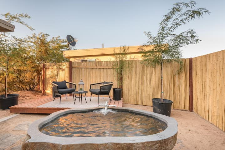 Palo Verde House w Private Hot Springs Granite Tub