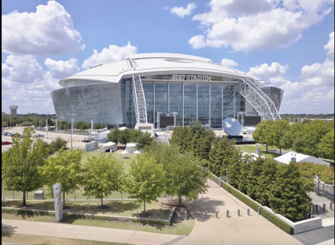 Walk to AT&T Stadium & 15 min to DFW Airport