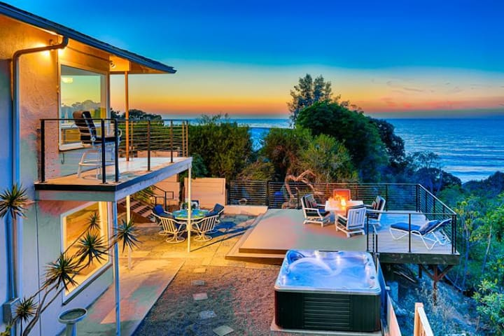 Sweeping Ocean, Cove, & Sunset Views w/ Private Spa & Deck