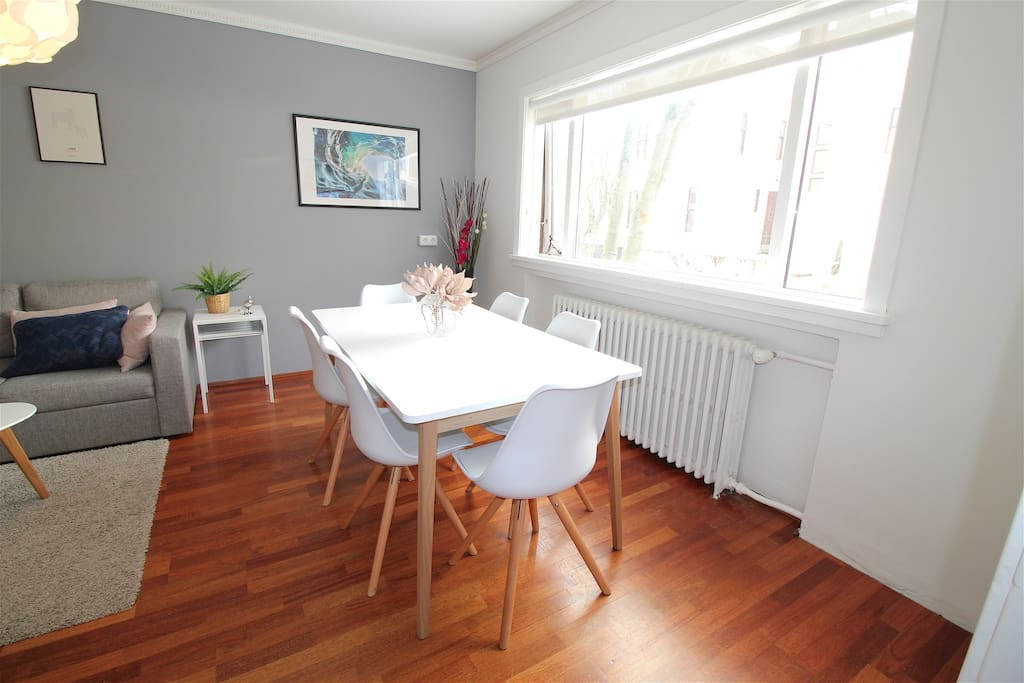 The dining table sits six people comfortably.