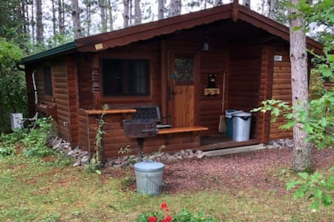Cozy lakeside authentic German log cabin Mallard 1