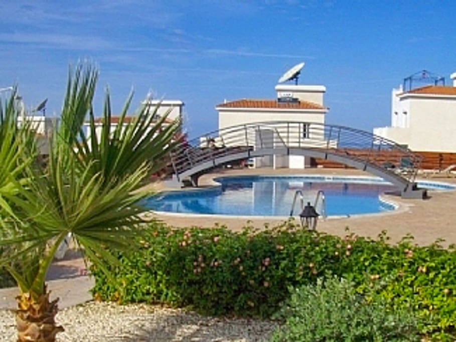 Appartement moderne avec piscine appartements louer for Appartement avec piscine paris