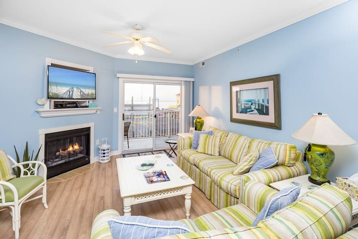 Mariner`s Watch is a gorgeous bayfront vacation rental overlooking Bahia Marina in Ocean City, Maryland.