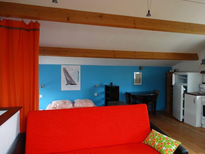 Studio cosy et calme, campagne proche Issoire