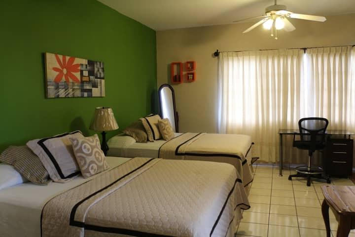 Suite con Piscina y Excelente Zona Residencial