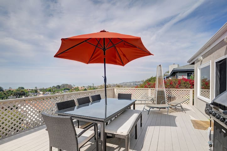 Designer Solana Beach home w/wrap-around deck & ocean views - dogs OK!