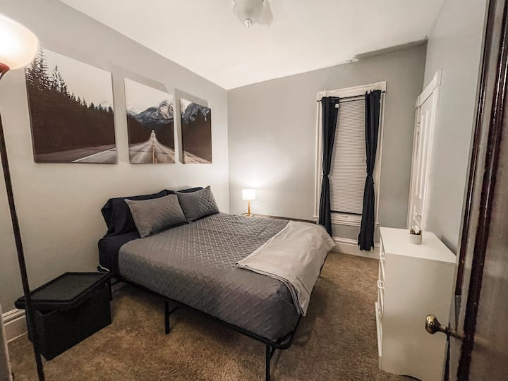 Cozy, Clean Retreat Next to Downtown GR!