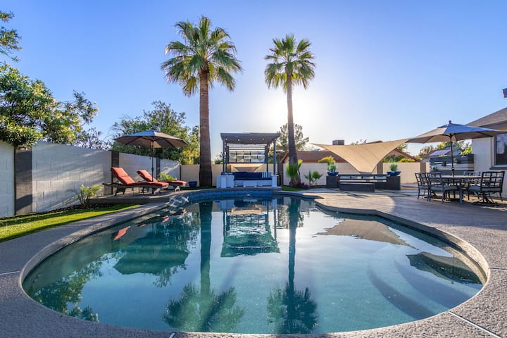"♛ ""KINGS"" MODERN MASTERPIECE - HEATED POOL ✔ BBQ ✔ GOLF"