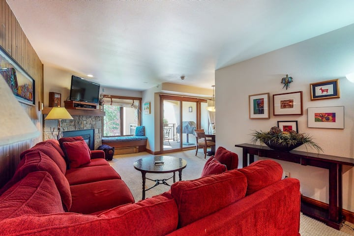 Beautiful home steps from gondola w/ mountain views and shared pool & hot tubs