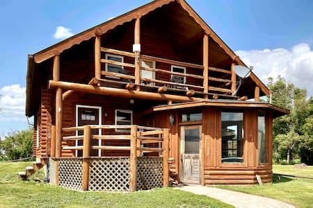 Spacious Cabin on Three Acres — Richmond & Mina