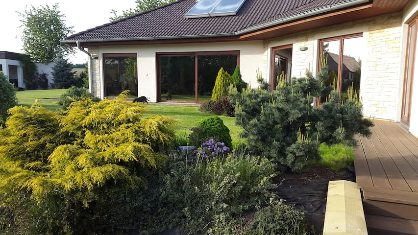 Rooms in cozy villa with pool near Prague - Ouběnice