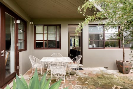 Walk to the Beach from a Leafy Paradise in Mosman