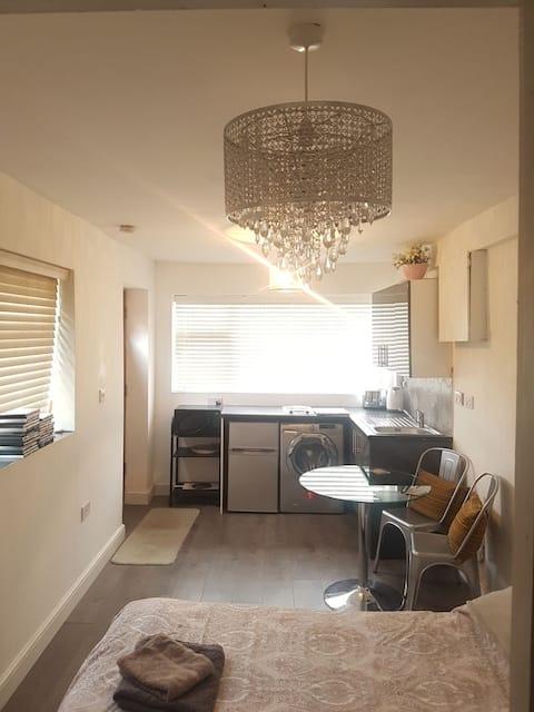 Small studio near Milton park, Culham & Abingdon