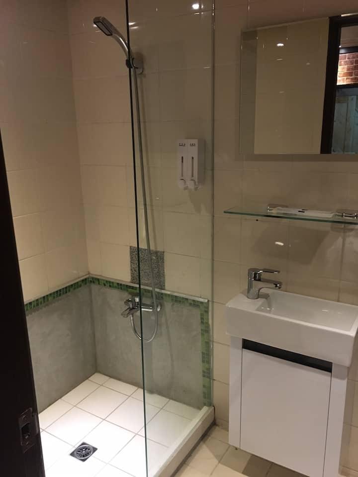 遠悅飯店 台南新美一館 雙人房(無窗)