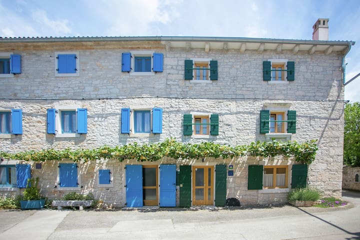 Authentic house with private pool in central Istria, only 10 minutes from Rovinj