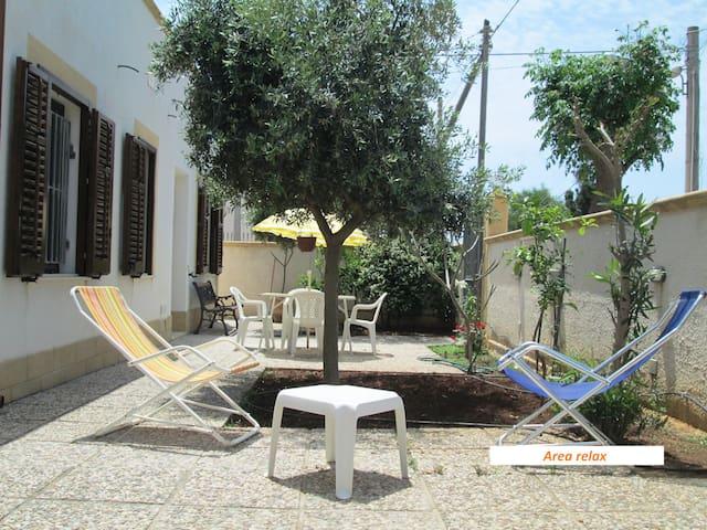 """""""Casa Blanche"""" accogliente villetta vicino al mare - Tre Fontane - Casa"""