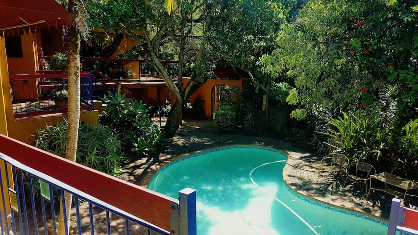 Sunny Sub-tropical Steenbok Street - Nelspruit - Huis