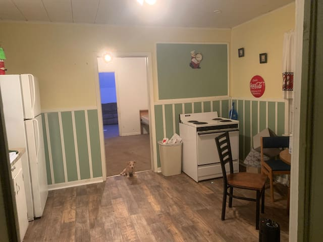 PRIVATE BEDROOM close to downtown hammond