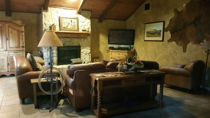 Hillside Hacienda! Lake Texoma Getaway w/HotTub!