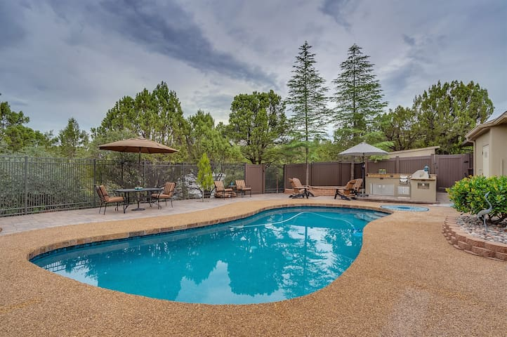 Private pool, outdoor gas fire pit & kitchen within a beautiful private courtyard! In The Heart of Sedona! - S032