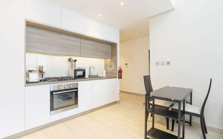 Stylish 1BR in the heart of the Marina