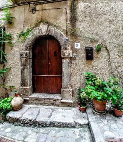 Casa storica nel centro di un antico borgo