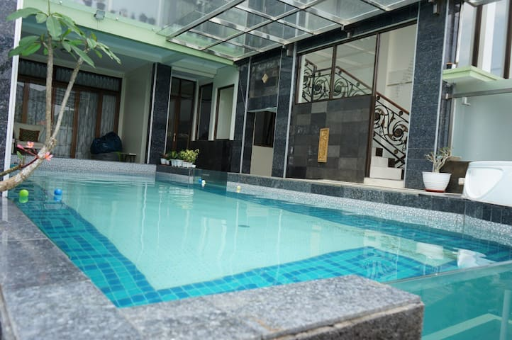 3 BR Villa Bandung 18 + Private Pool & Jaccuzi