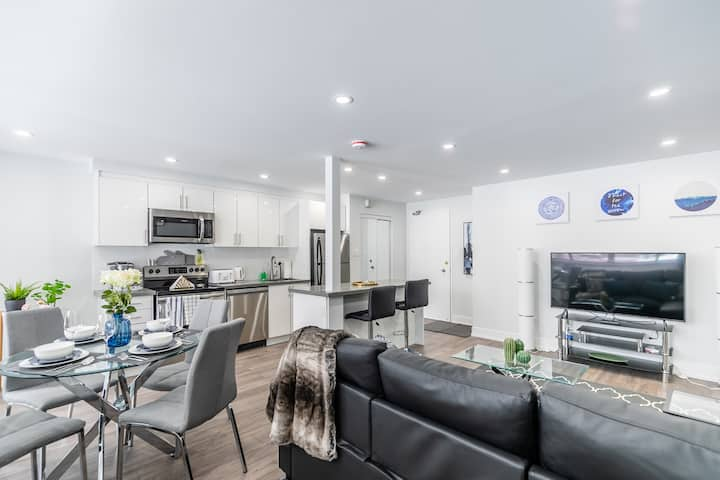 Stylish and Modern 1BR - Steps from Bloor Street