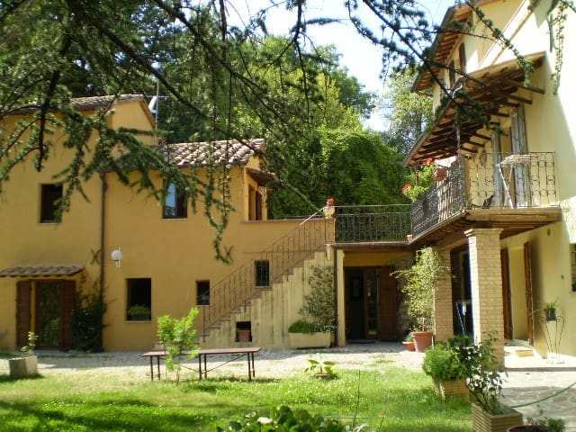 GHIRIDARI - Montone - Bed & Breakfast