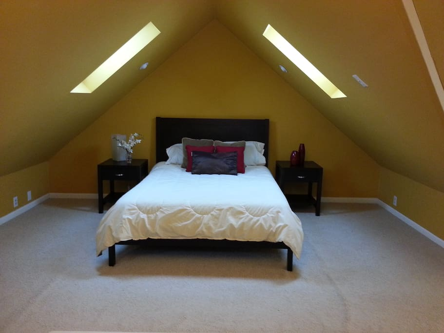Super Comfortable Queen size bed with shaded opening sky lights!