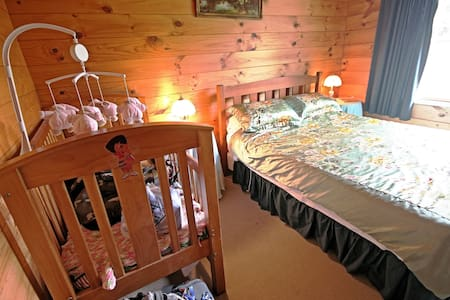 Tony's Lodge, Queen Bed Room - Tauranga Taupo - Bed & Breakfast