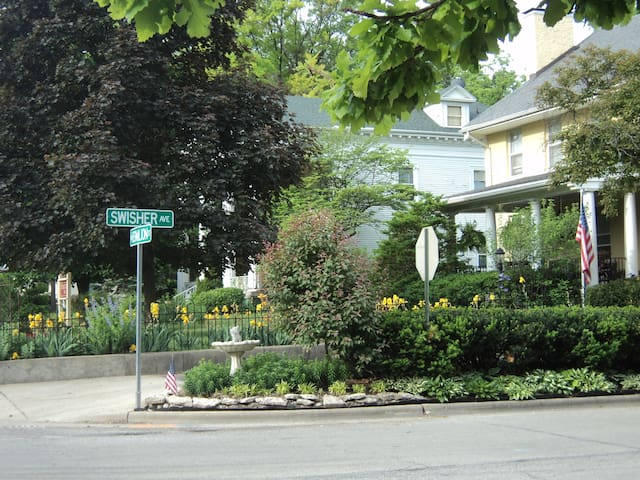The Yorkshire B&B - Winchester   - Danville - Bed & Breakfast
