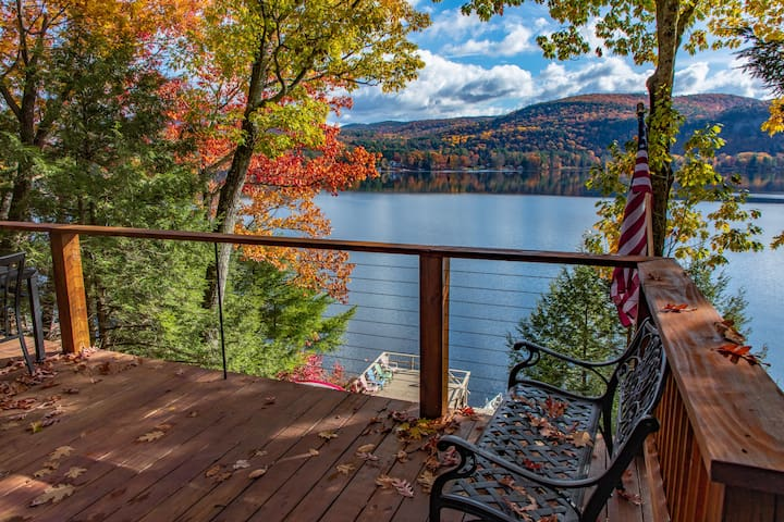 Waterfront lake house with incredible views!