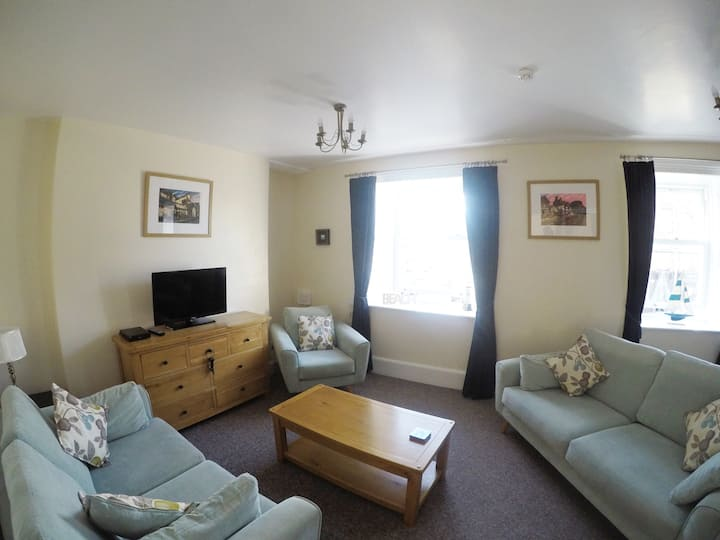 Minutes from Barmouth Beach, Spacious Maisonette