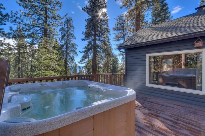 *Jeffrey Way~Beautifully Remodeled 3 Bedroom, Hot Tub Home