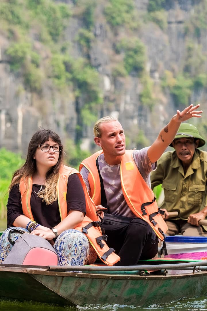 Sampan boat trip at Tam Coc Landscape