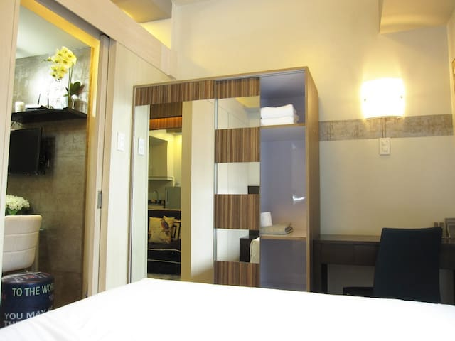 Larger and decorated condo, Manila - 馬尼拉 - 公寓