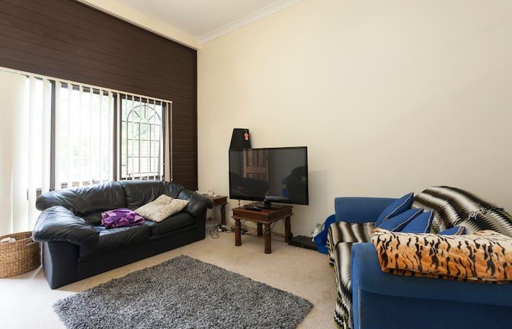 Cosy single room ideal for 1! - Artarmon - Řadový dům