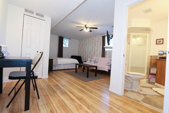Cedar Drive Cardinal Room