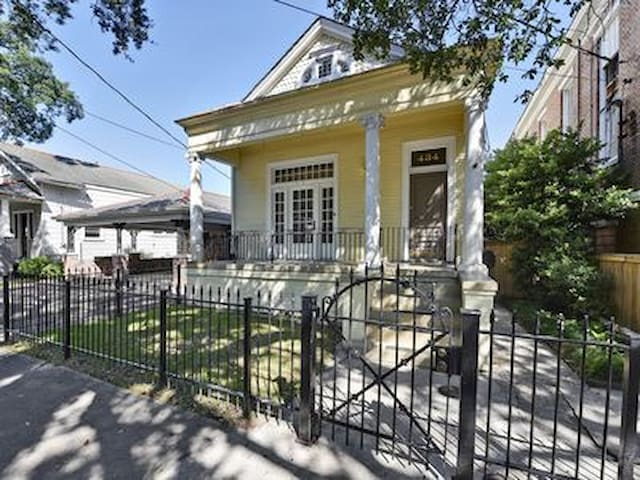 *NEW* Historic Home - Walk to the French Quarter