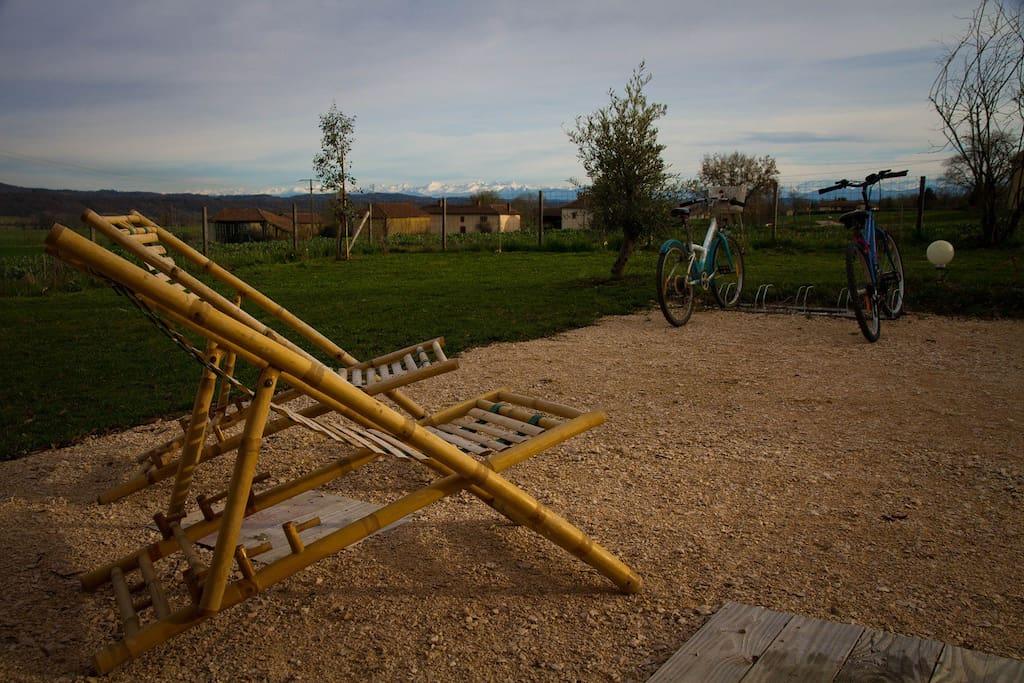 vue sur la campagne; un moment de repos après une longue promenade à vélo