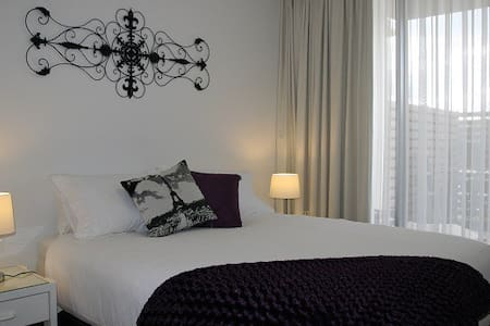Executive 1 Bedroom super comfy apartment in Woden - Phillip - Apartemen