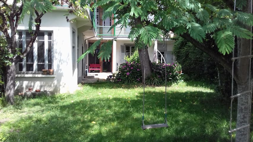 2 rooms in a charming house. Center of Tarbes