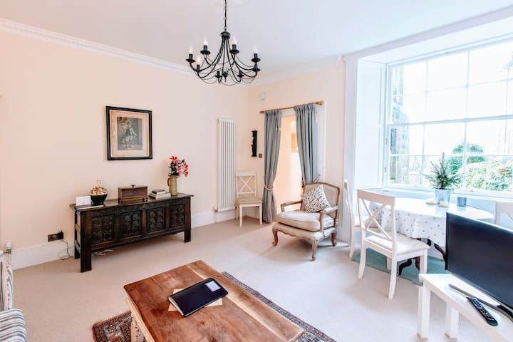 Gorgeous Georgian Apartment in Central Location