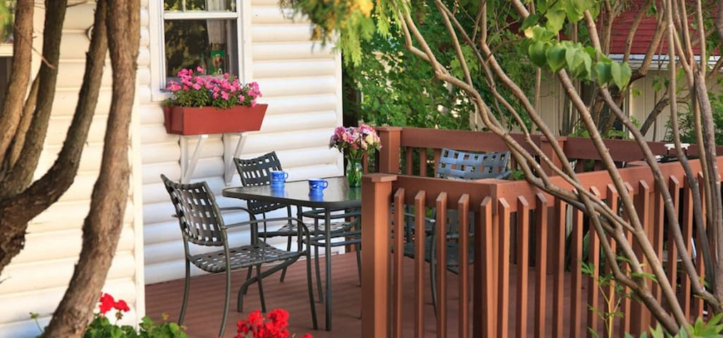 #5 Quail Cottage - Breakfast Not Included - Thorp House Inn & Cottages