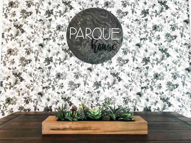 THE PARQUE HOUSE; Boho Farmhouse w/POOL near ASU
