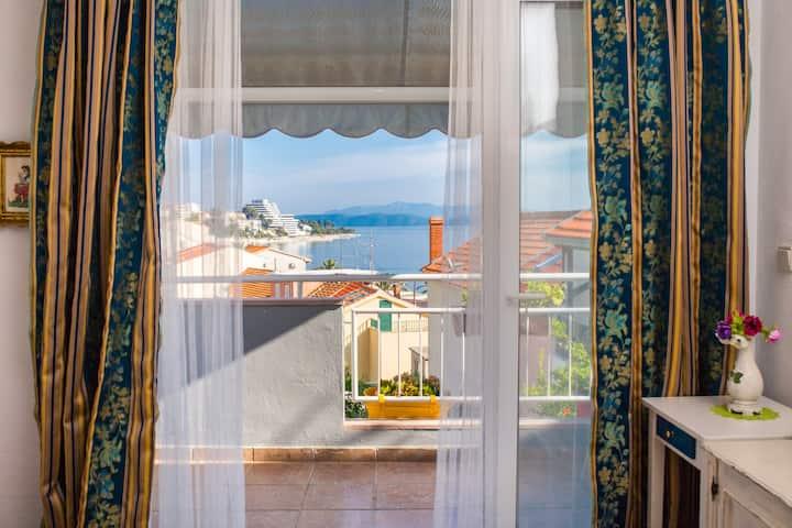 Romantic Three Bedroom Apt with Balcony & Sea View
